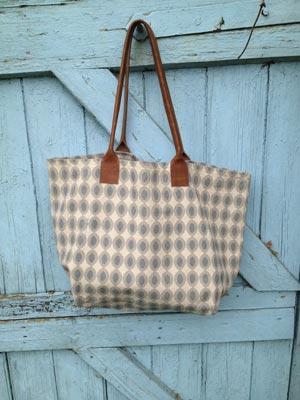 Bag-in--Oval-Topaz-door